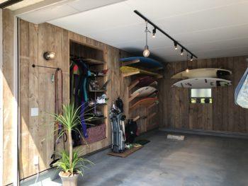 古材を使い西海岸の古いガレージをイメージしたガレージ